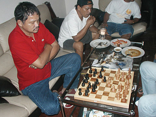 Efren playing chess